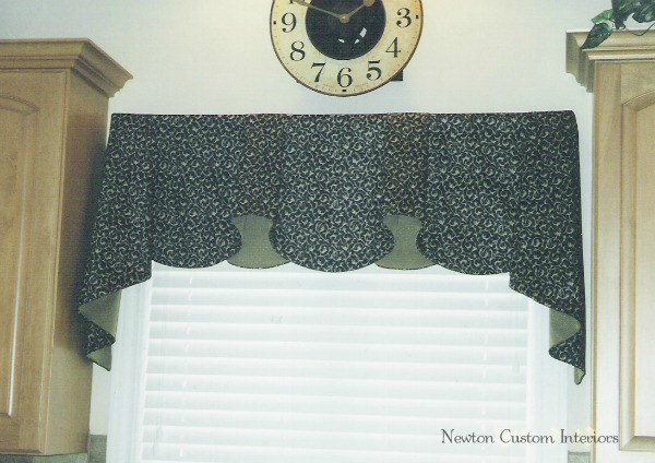 Valance With Horns and Jabots