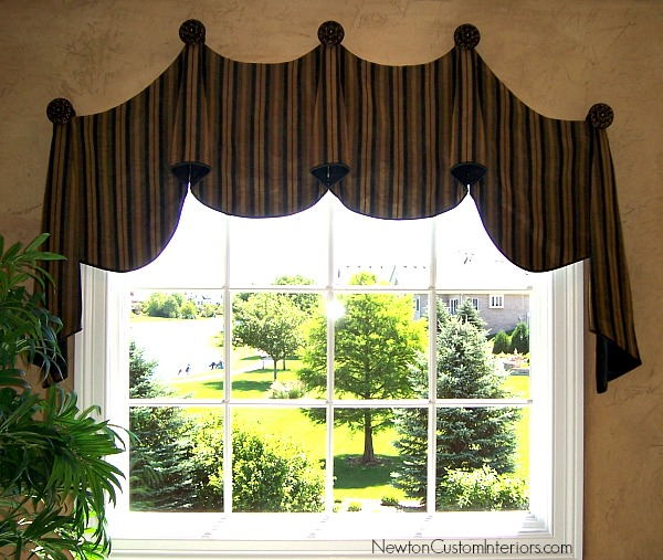 eyebrow window with arched valance