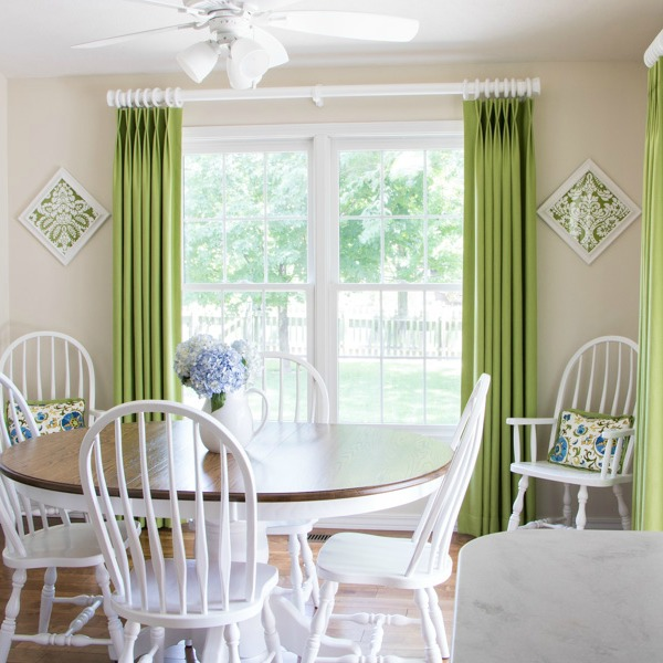 Dining room walls painted in Benjamin Moore's Ballet White