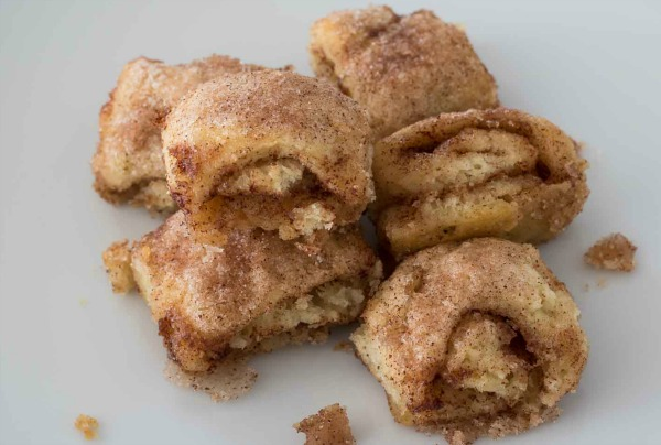 cinnamon-rolls-on-plate-post