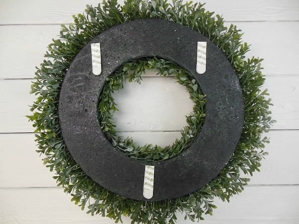 command-strips-on-back-side-of-wreath