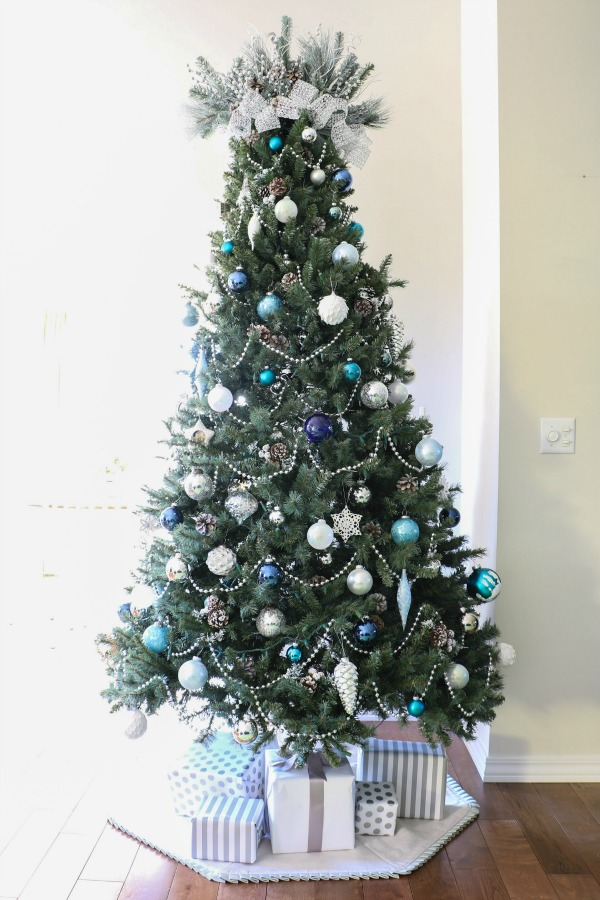 Learn how to decorate a Christmas tree with this simple step-by-step tutorial!