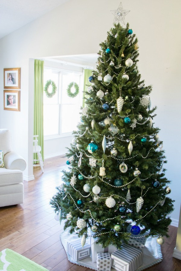Christmas home tour - tree decorated.