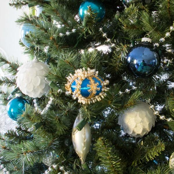 Christmas home tour ornaments.