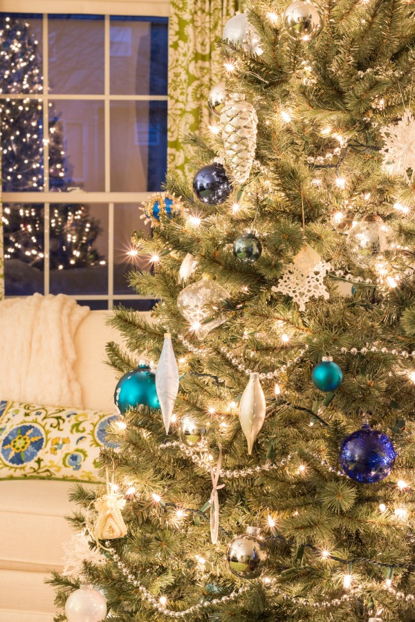 Take a peek at this Christmas home tour that has many inexpensive DIY Christmas decorations and ideas!