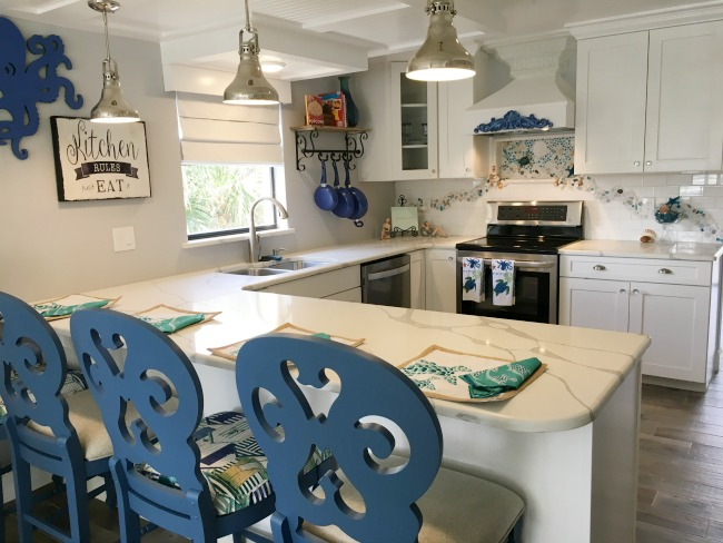 Coastal decor kitchen.