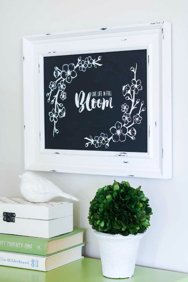 Chalk Couture is a fabulous way to make your own wall art! Learn how to make your own quick and easy DIY project!